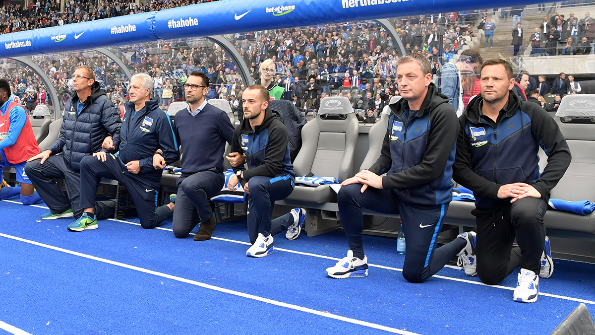 The substitutes' bench of Hertha BSC protest against Donald Trump #TakeaKnee in Berlin 2017