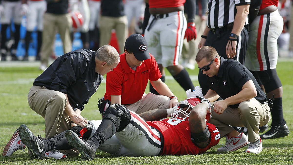 Injured defensive lineman from Georgia being attended by staff