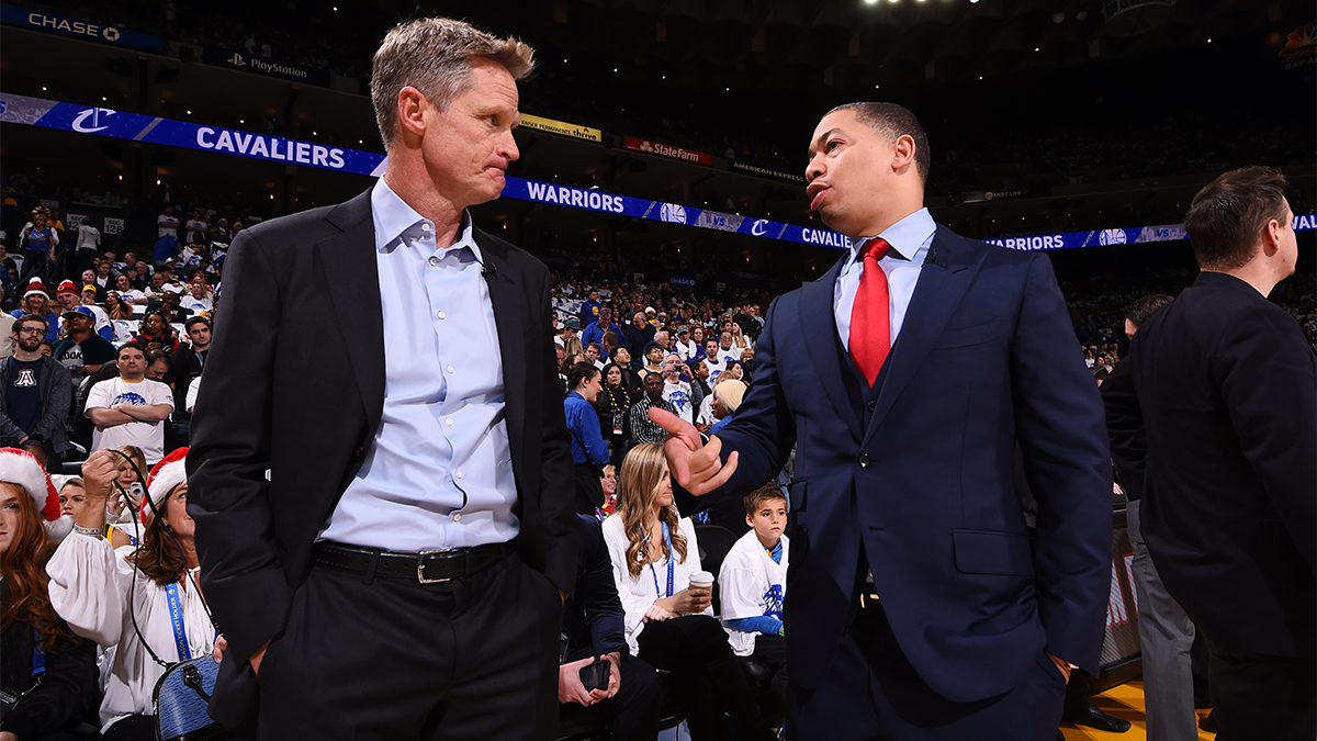 Steve Kerr and Tyrone Lue talking courtside