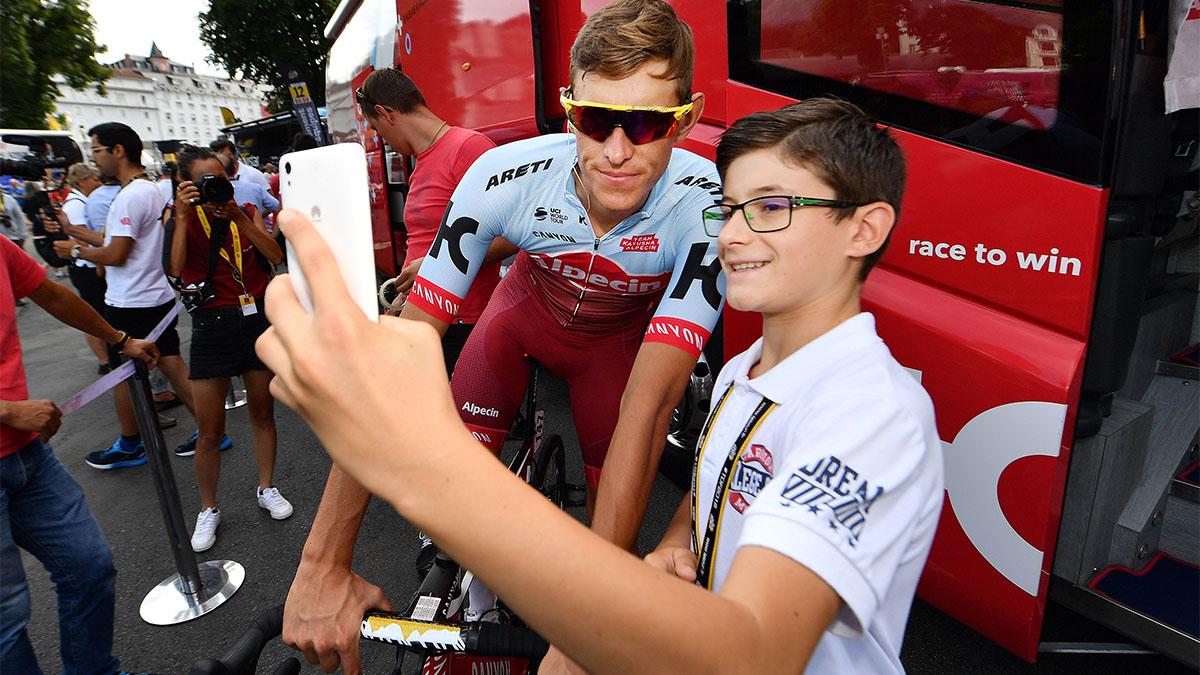Kid taking a selfie with German cyclist Nils Pollit