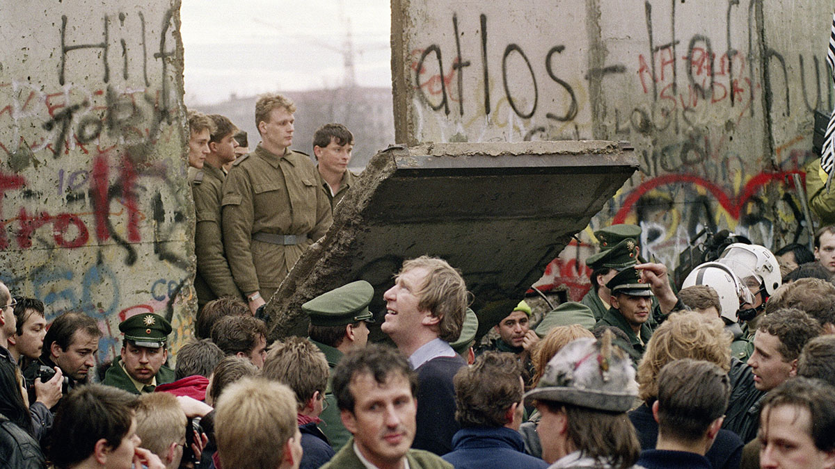 East Germany, Berlin Wall, fall of the wall,