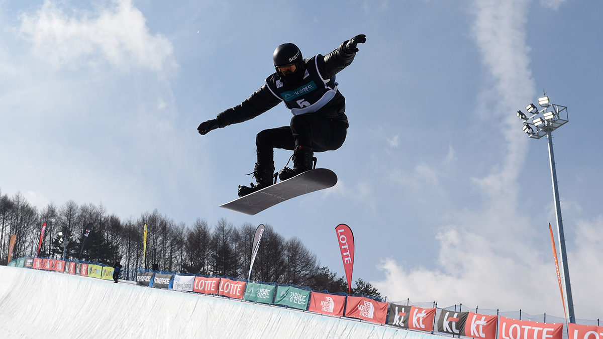 Shaun White competes in the men's halfpipe