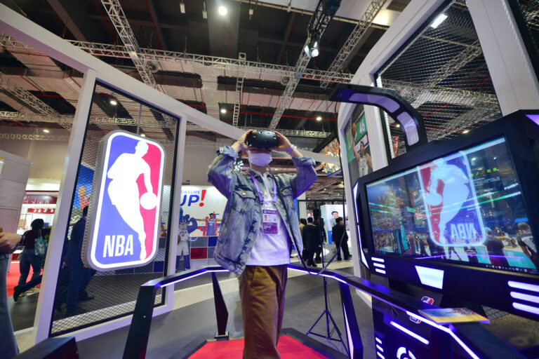 A person using the NBA virtual reality headset.