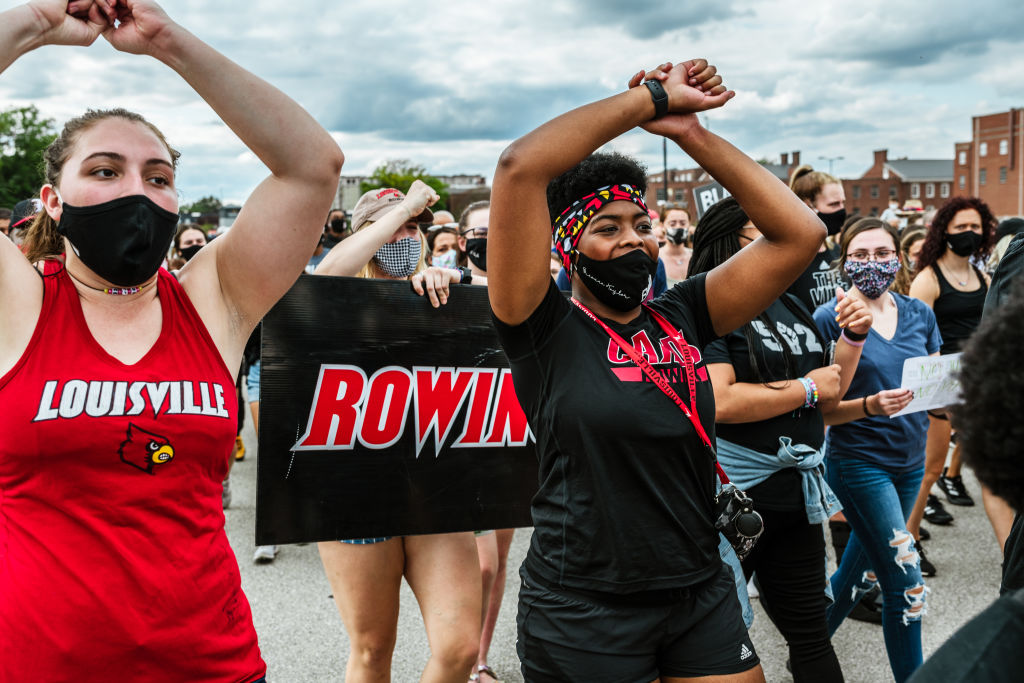 University of Louisville rowing team protests Breonna Taylor verdict
